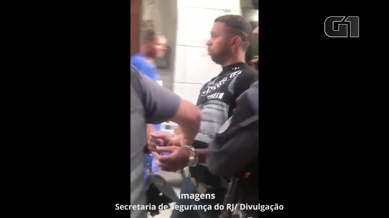 Vídeo mostra policiais saindo com Rogério 157 de uma casa após prisão no Arará