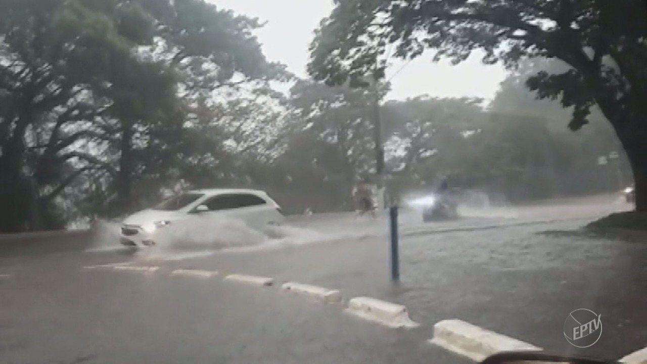 Chuva em Campinas causa alagamento em pontos da cidade