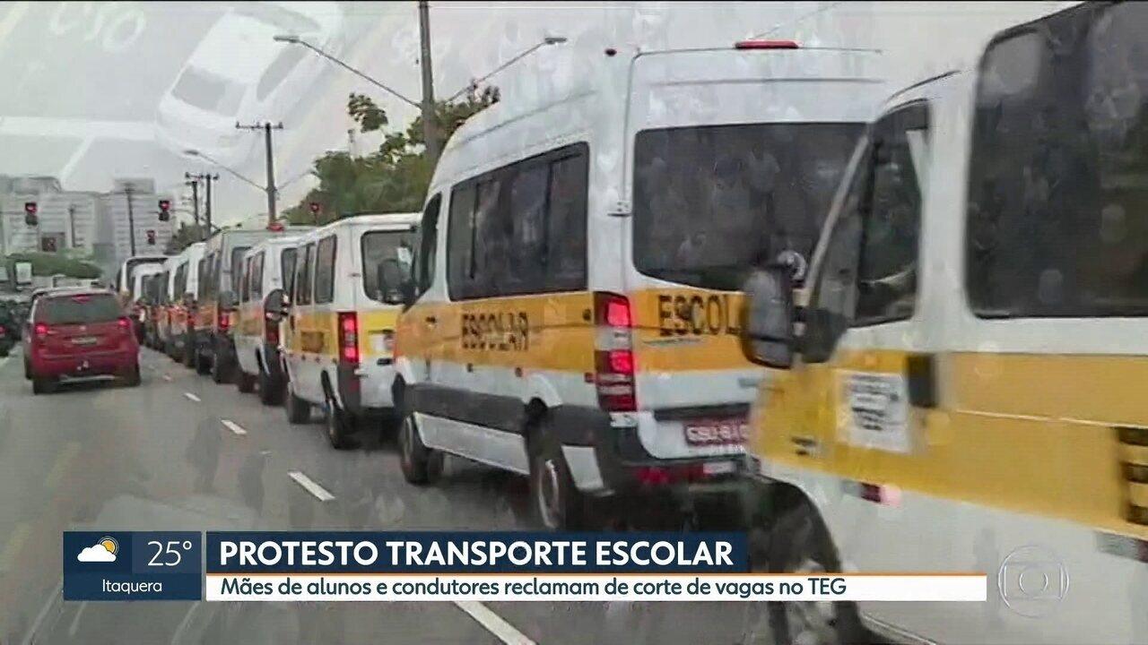Mães de alunos e condutores reclamam de corte de vagas no transporte escolar gratuito