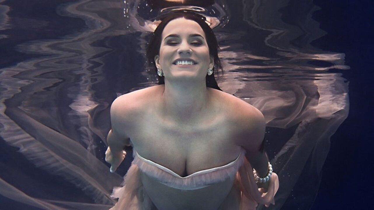 Em Movimento: Fotógrafo capixaba faz ensaio com grávidas embaixo d'água