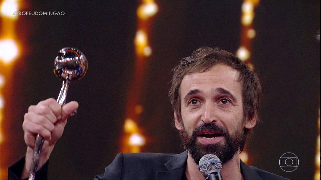 Julio Andrade recebe o prêmio Melhor Ator de Série