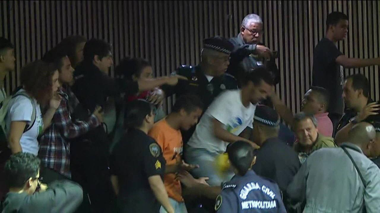 Protesto na Câmara de Vereadores de São Paulo termina em confusão