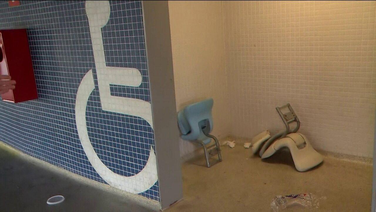 Imagens do dia seguinte à final mostram destruição dentro do estádio ... 9e6ef7693e3b6