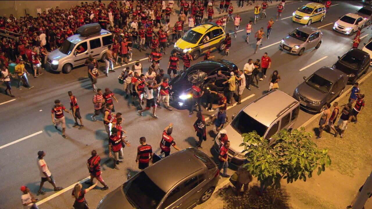 Administração do Maracanã vai cobrar o Flamengo pelos estragos no estádio