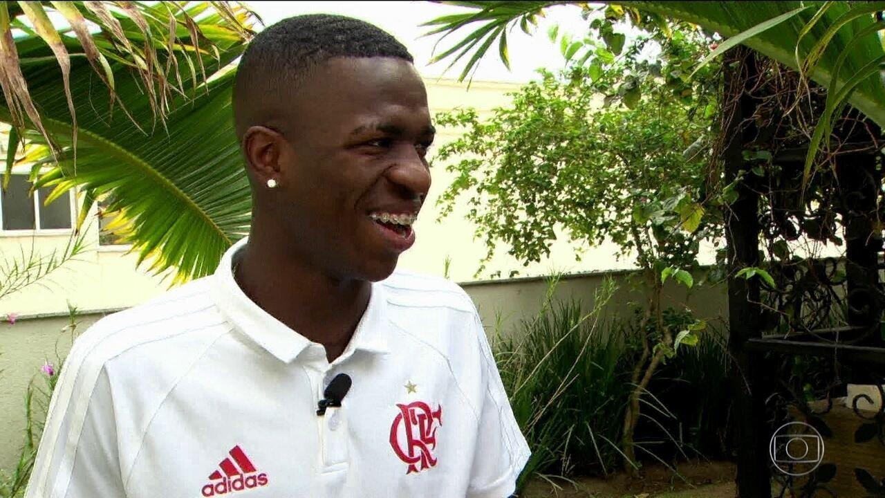 Craque Vinícius Junior participa pela primeira vez do desafio dos Reis do Drible