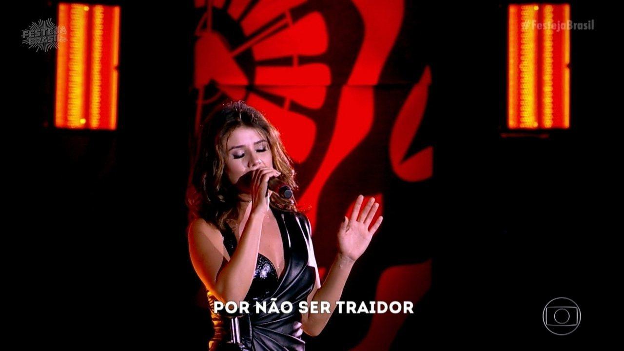 Paula Fernandes leva romantismo ao Festeja
