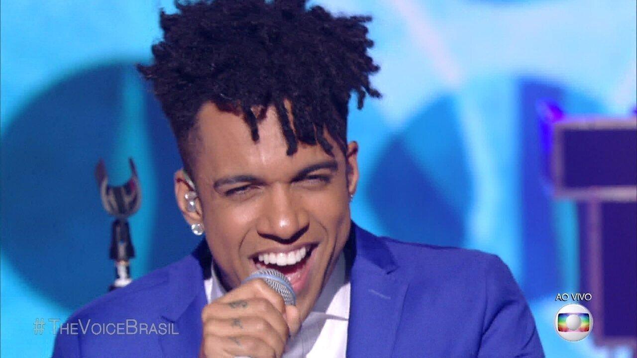 Vinicius D'Black canta 'Incondicional'