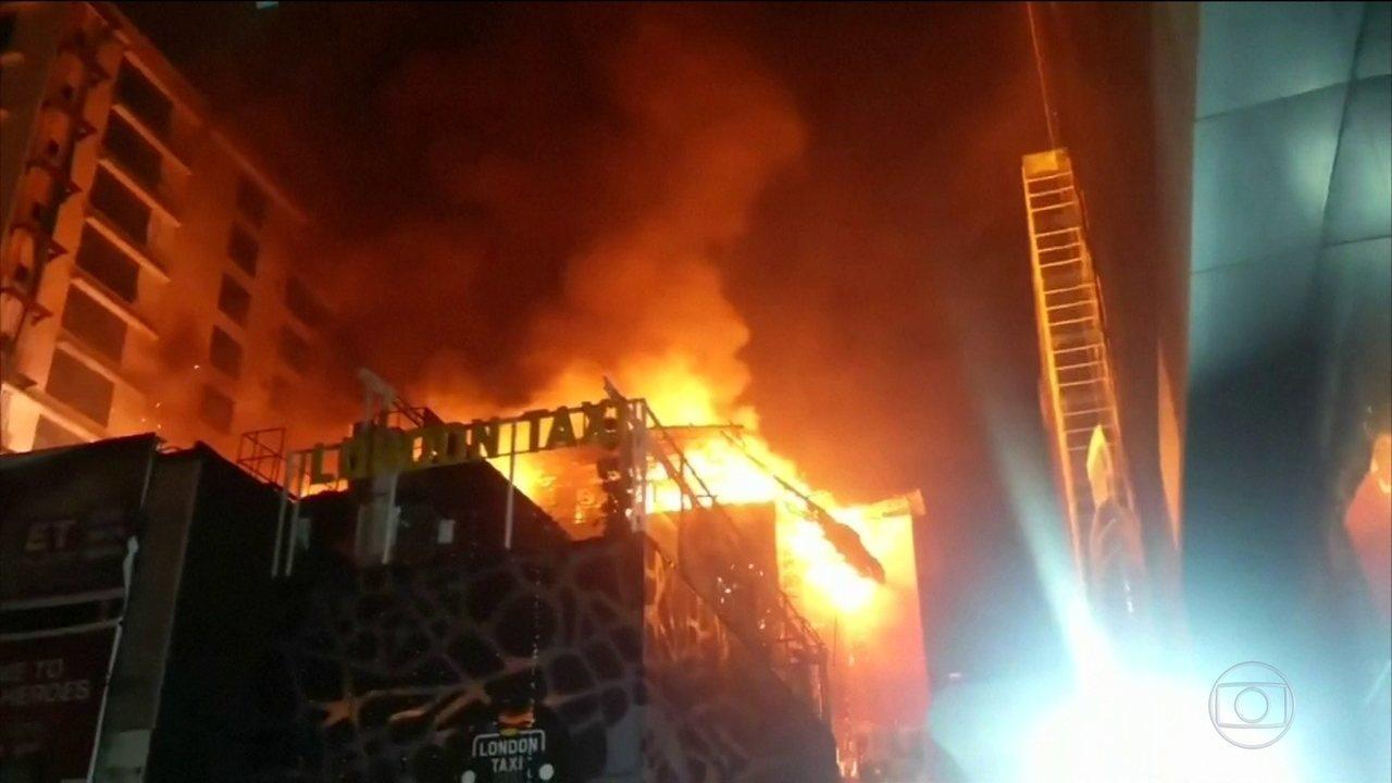 Incêndio deixa 15 mortos em Mumbai, na Índia