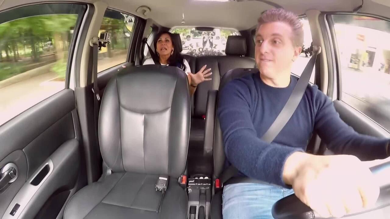 Luciano Huck dá carona para Gretchen no quadro 'Vou de Táxi'