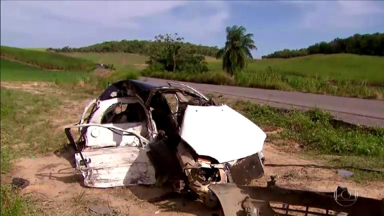 Resultado de imagem para Acidente entre dois carros no Litoral Sul de Pernambuco deixa ao menos três mortos e três feridos