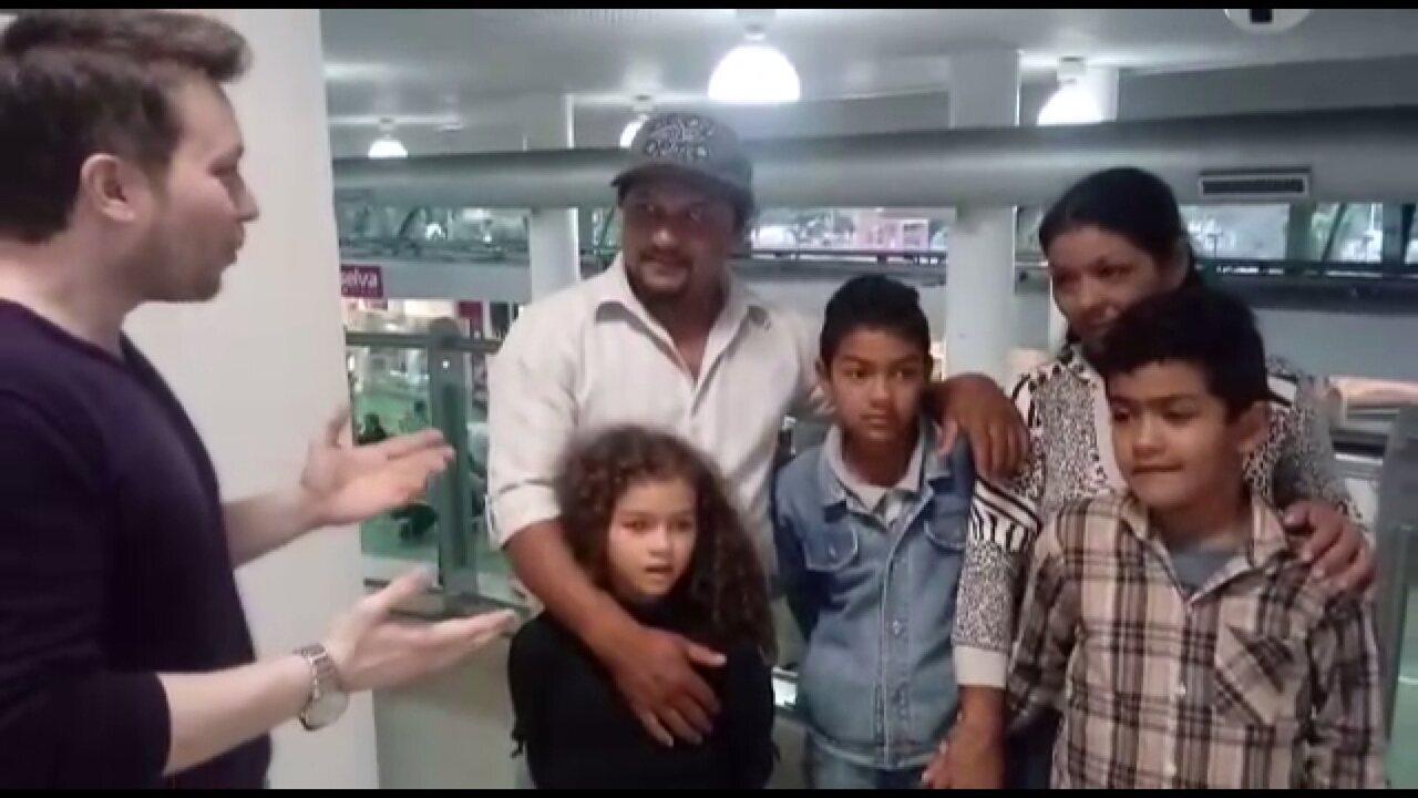 David dos Santos os acompanhou pelo aeroporto de Londrina