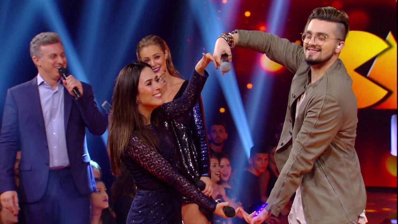 Luan Santana faz 'serenata' pra Tatá Werneck