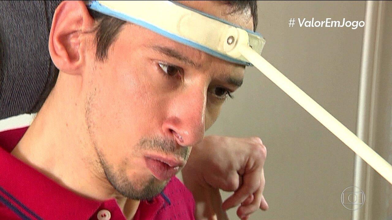 Conheça Augusto Delfino, formado em educação física apesar de sofrer de paralisia cerebral