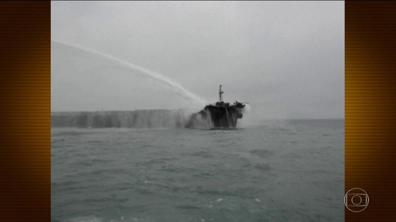 Acidente entre cargueiro e petroleiro preocupa na China
