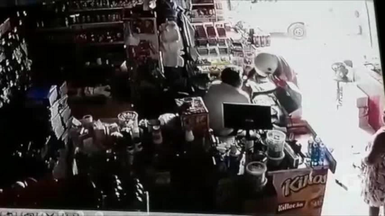 Comerciante toma arma de bandido durante assalto no Bairro Mafrense