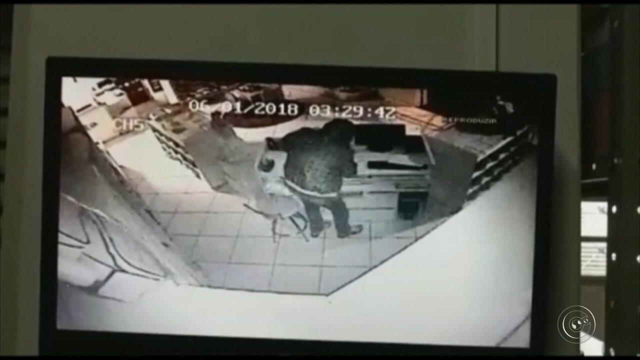 Imagens de câmeras de monitoramento mostram ação dos criminosos em loja de roupas