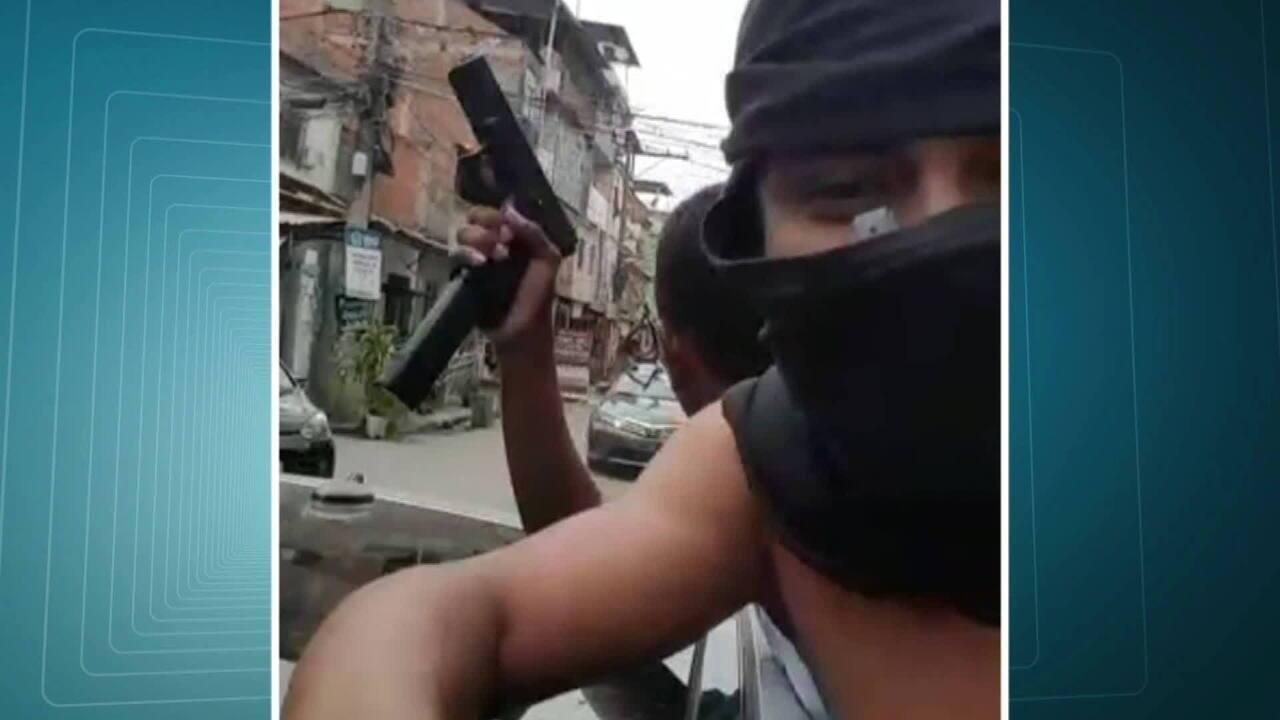 Suspeitos exibem armas em vídeo gravado no Complexo da Maré