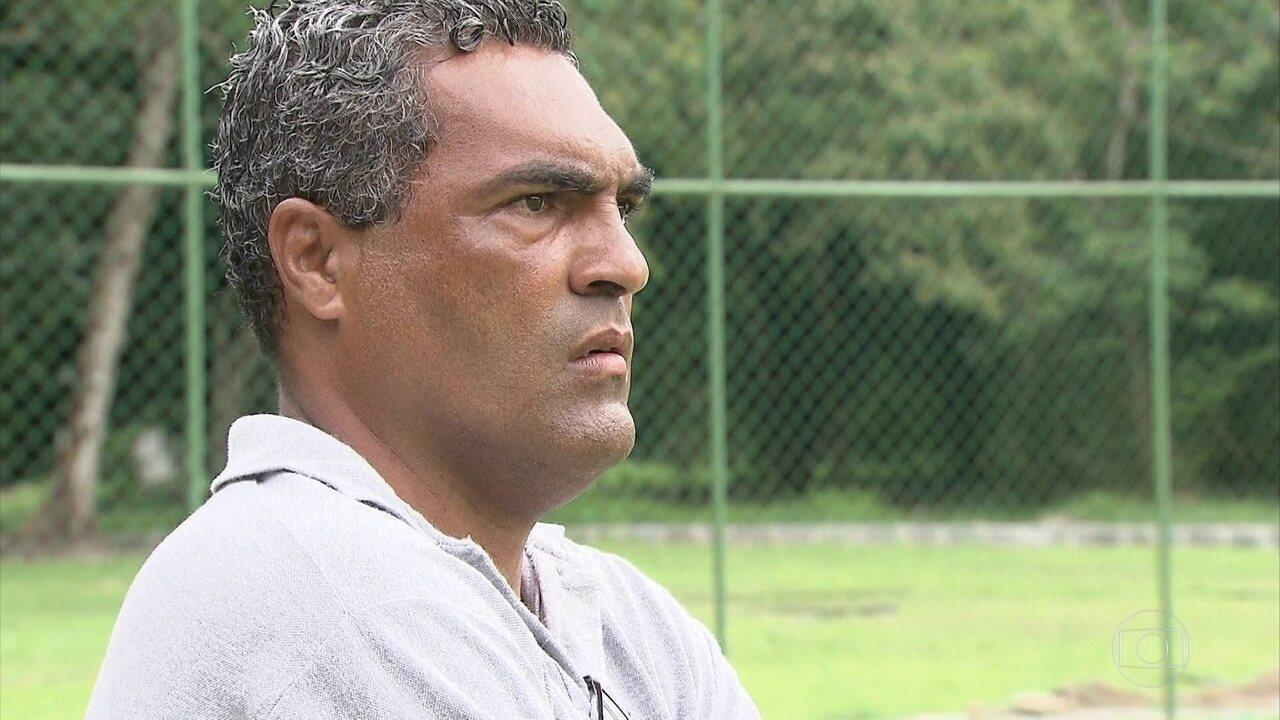 d2e6e81e4a América-PE aposta no técnico Roberto de Jesus para surpreender no  Pernambucano
