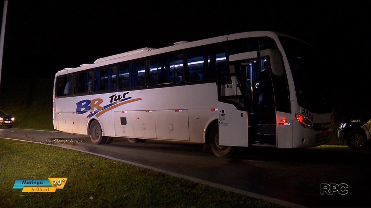 Ônibus que transportava presos é metralhado no Contorno Leste