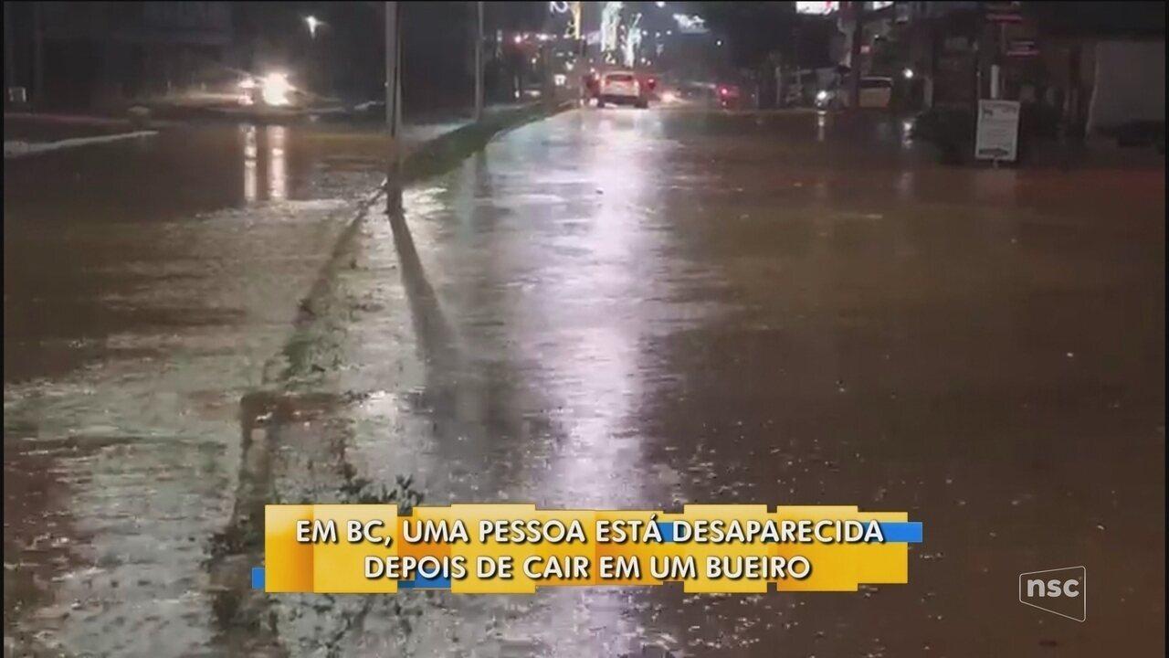 Uma pessoa está desaparecida após cair em bueiro em Balneário Camboriú