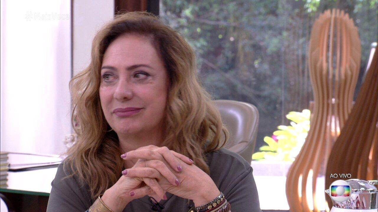 Eliane Giardini recebe recado de amigos