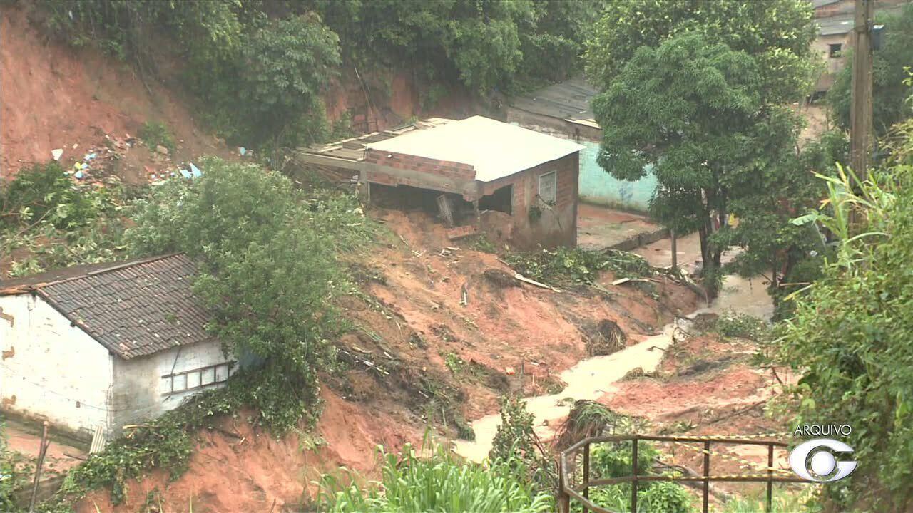 Cerca de mil casas em áreas de risco vão ser demolidas em Maceió