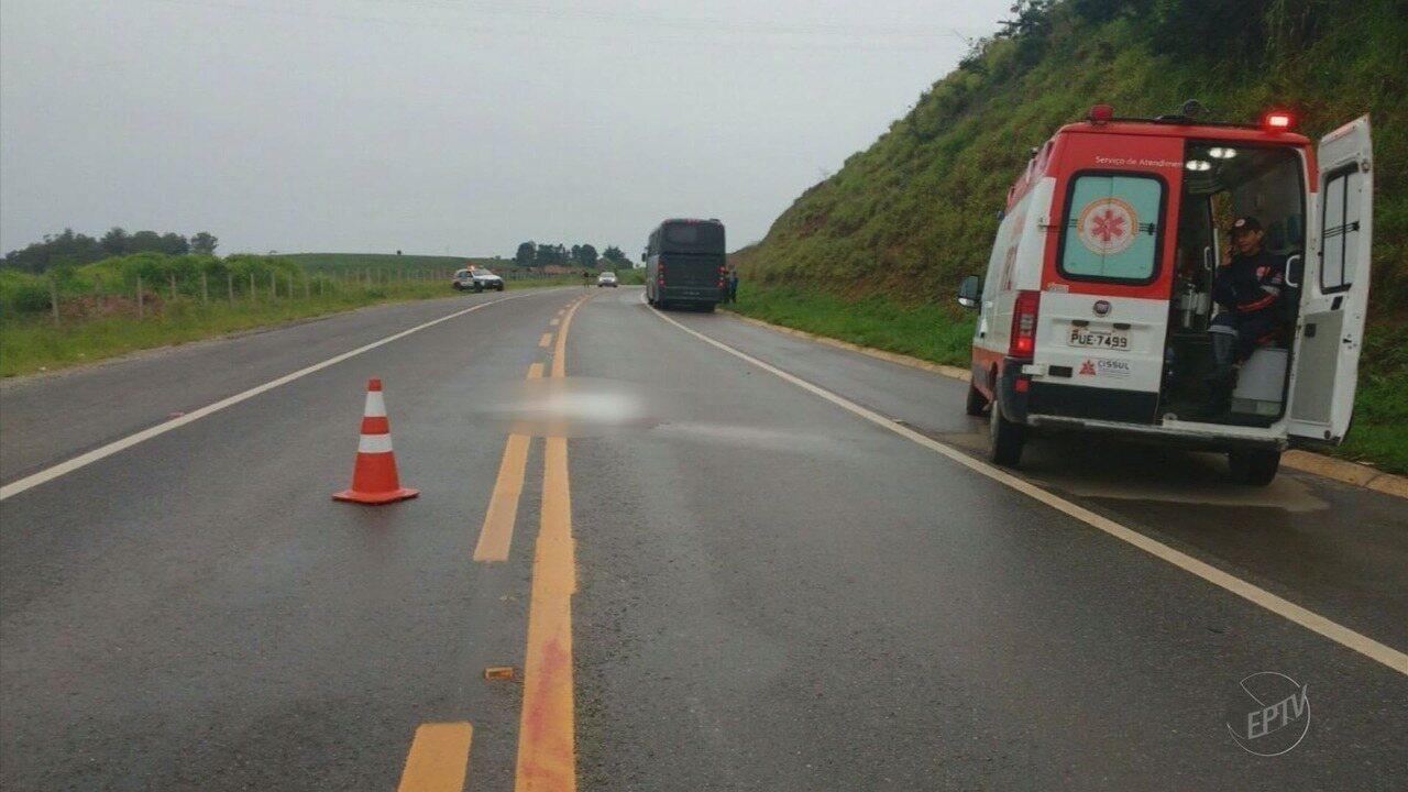 Mulher morre atropelada por ônibus do Exército em Santa Rita do Sapucaí (MG)