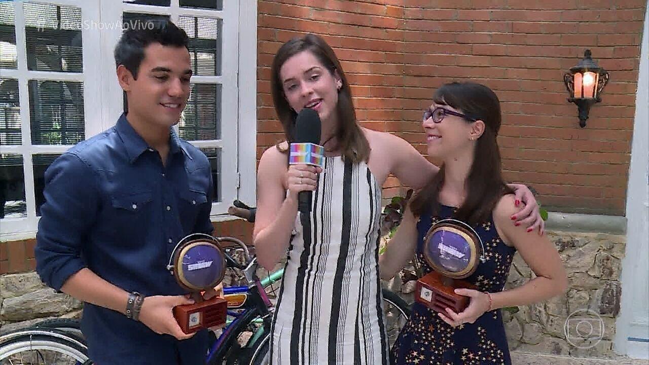 Benê e Guto recebem o 'Troféu Vídeo Show' como melhor declaração de amor