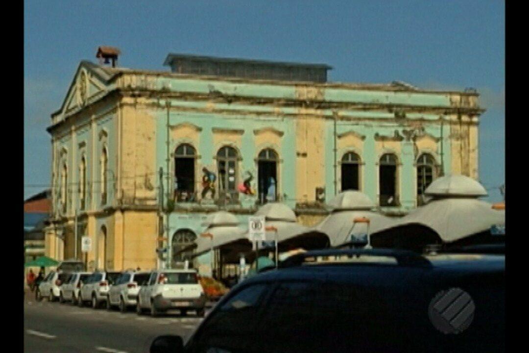 Prédio histórico do Solar da Beira sofre com descaso e ação do tempo