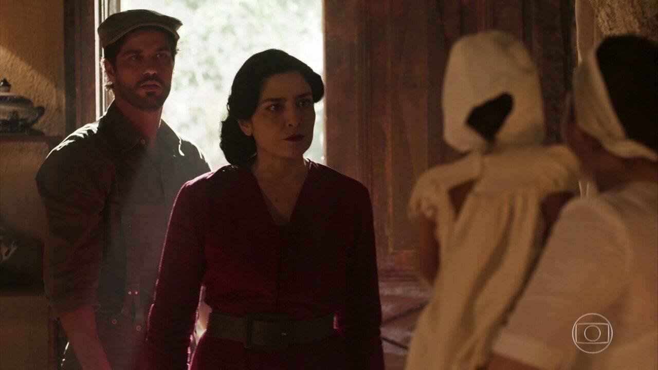 Delfina tenta impedir Inácio de ver Mariana, mas Angélica a leva até ele