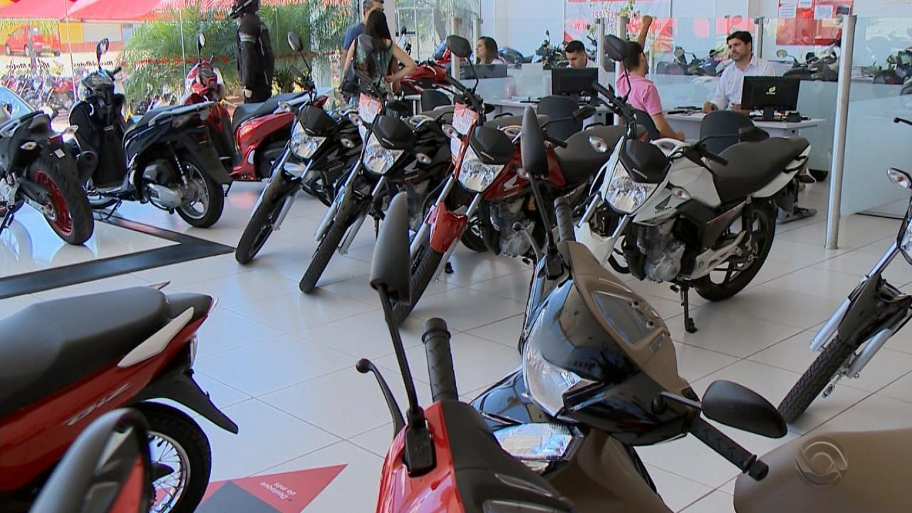Aumentos seguidos no preço da gasolina ajudam na venda de motos