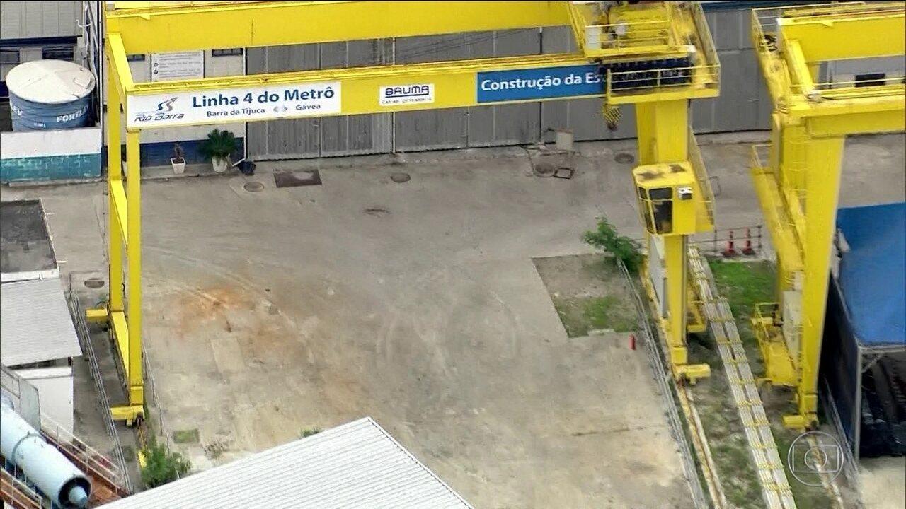 Buraco de obras no Metrô da Gávea é inundado até retomada de ...