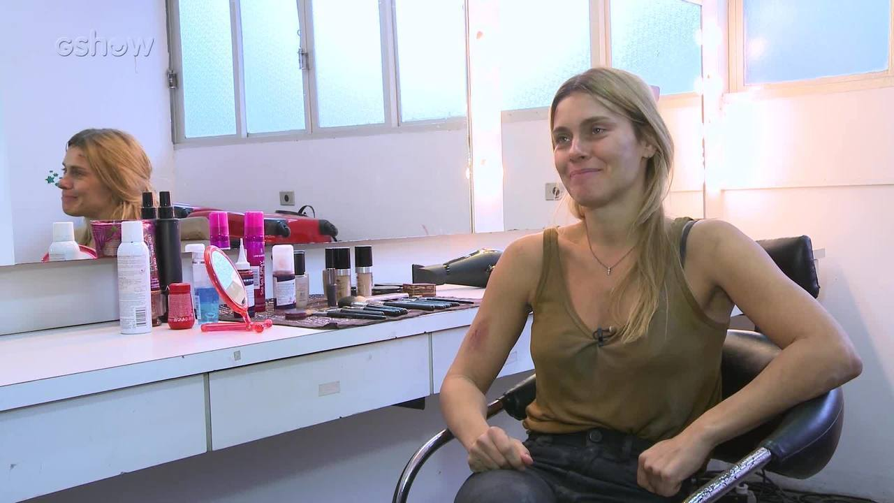 Carolina Dieckmann fala sobre parceria com Selton Mello, cuidados de beleza, vida no exterior e muito mais