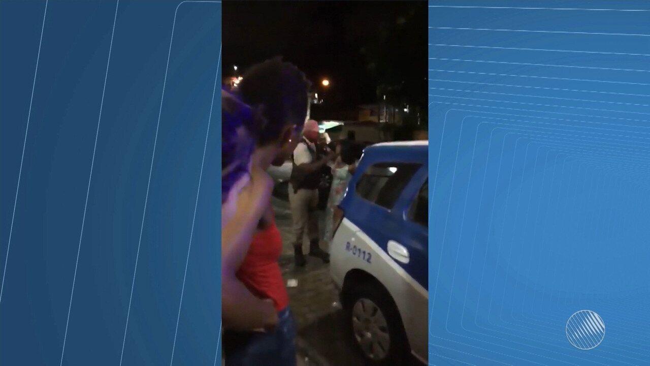 Flagrante: PM dá tapa na cara de mulher em maternidade de Salvador