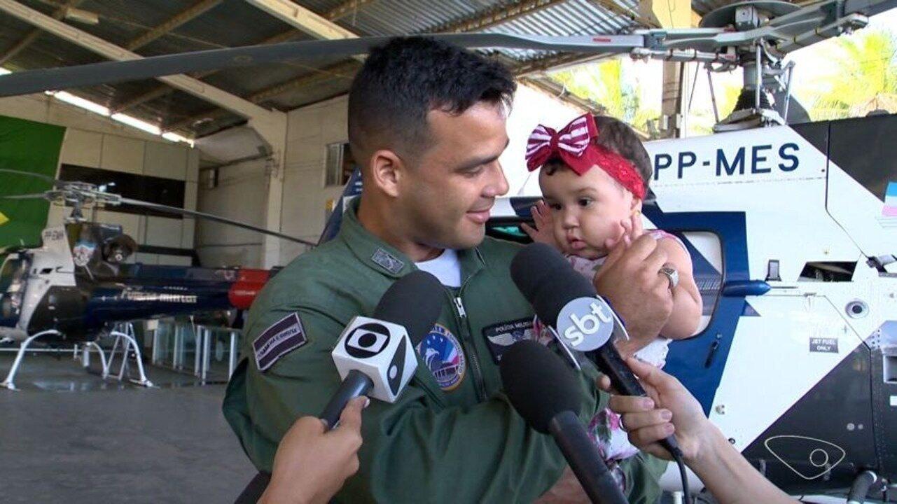Soldado que salvou bebê de parada respiratória encontra família da criança