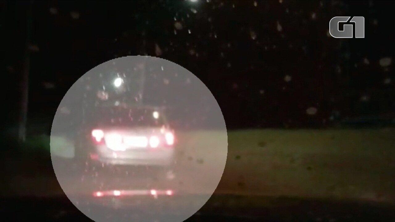 Motorista com 40 quilos de droga tenta fugir pela contramão na Fernão Dias; veja