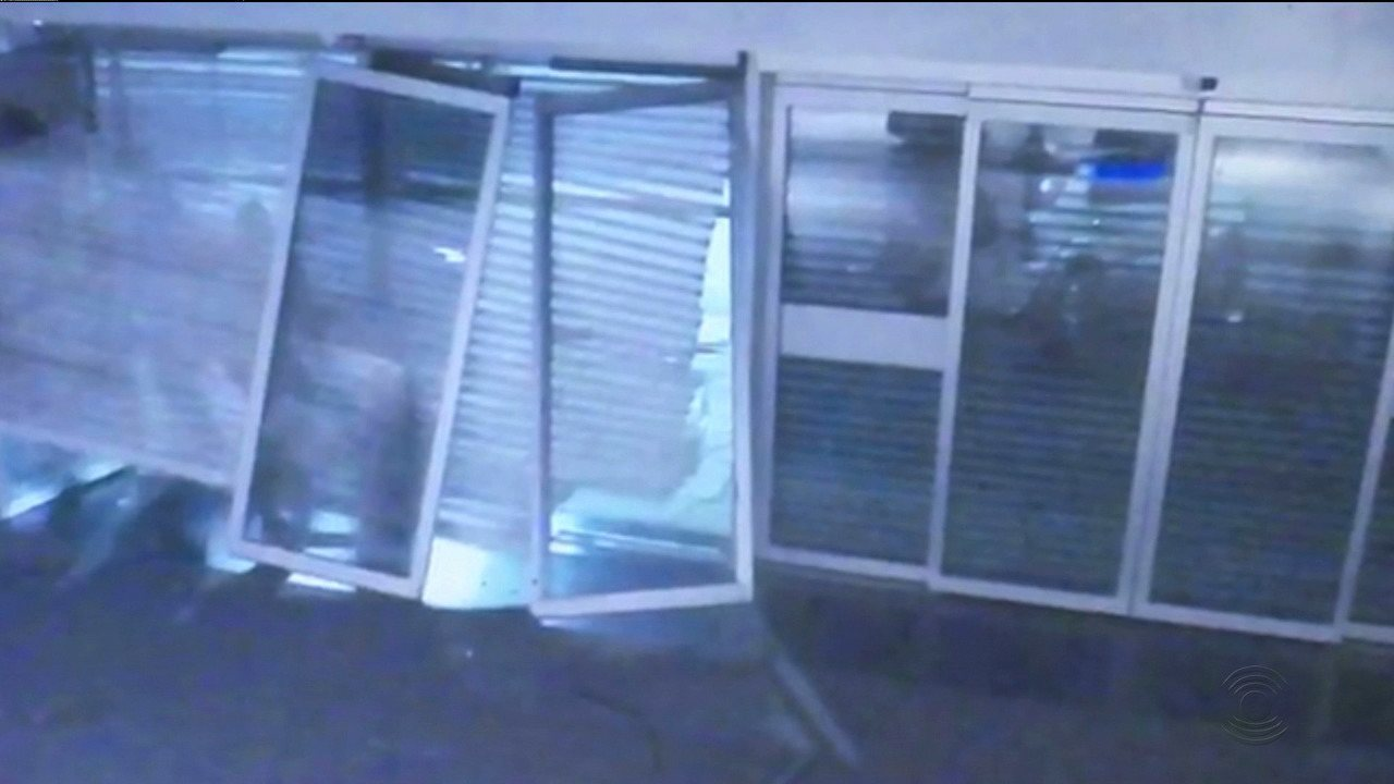 Imagens mostram a ação dos bandidos dentro do Shopping Partage, em Campina Grande