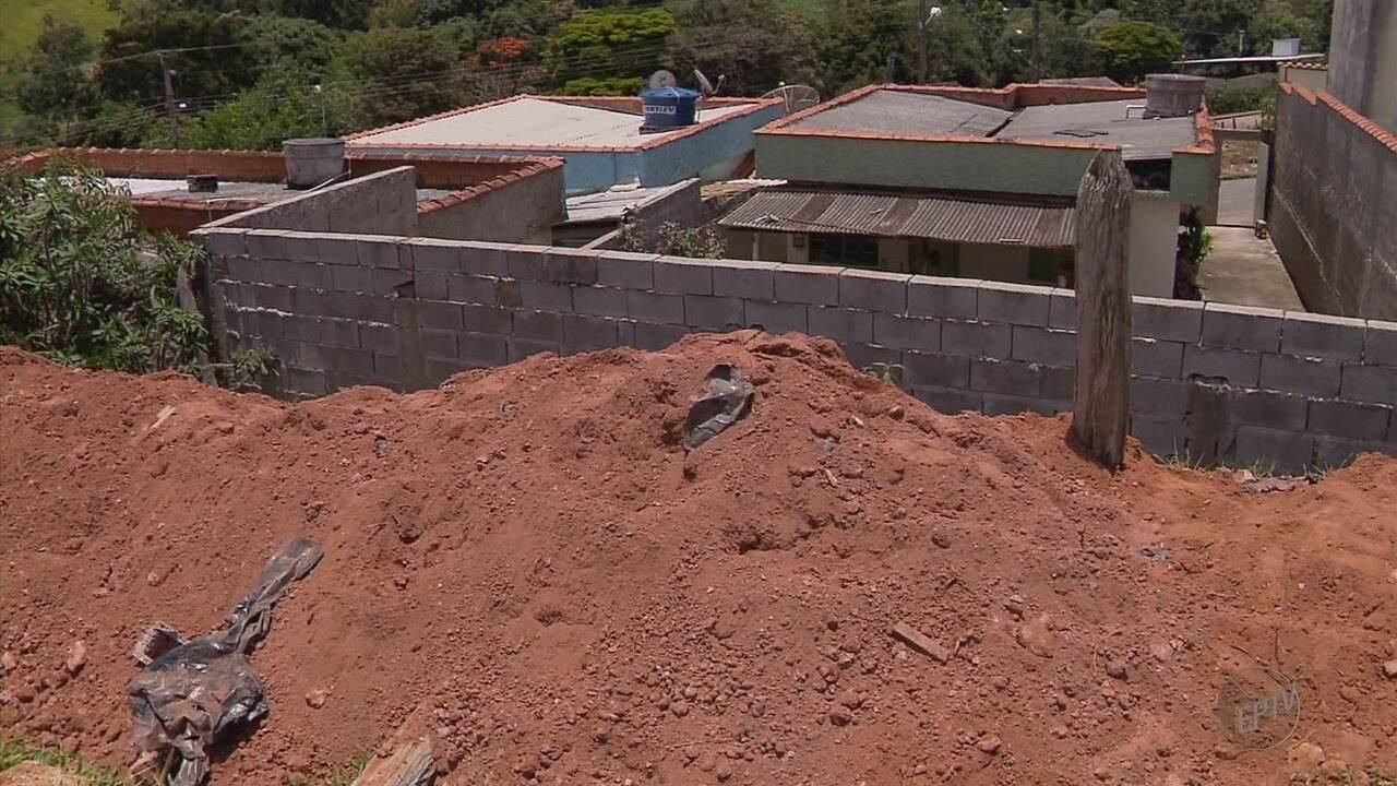 Muro cai e deixa duas pessoas feridas em Varginha (MG)