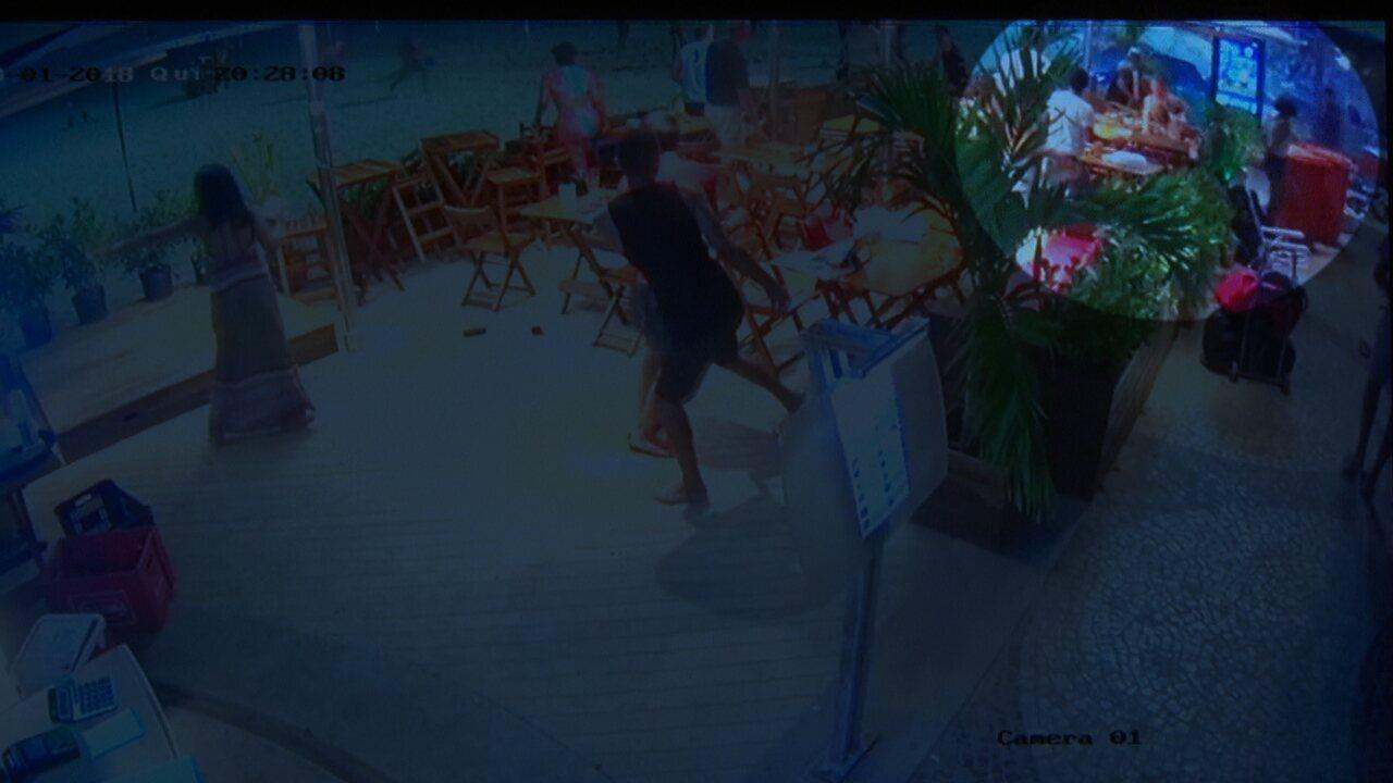 Câmera de segurança mostra momento exato de acidente no calçadão de Copacabana