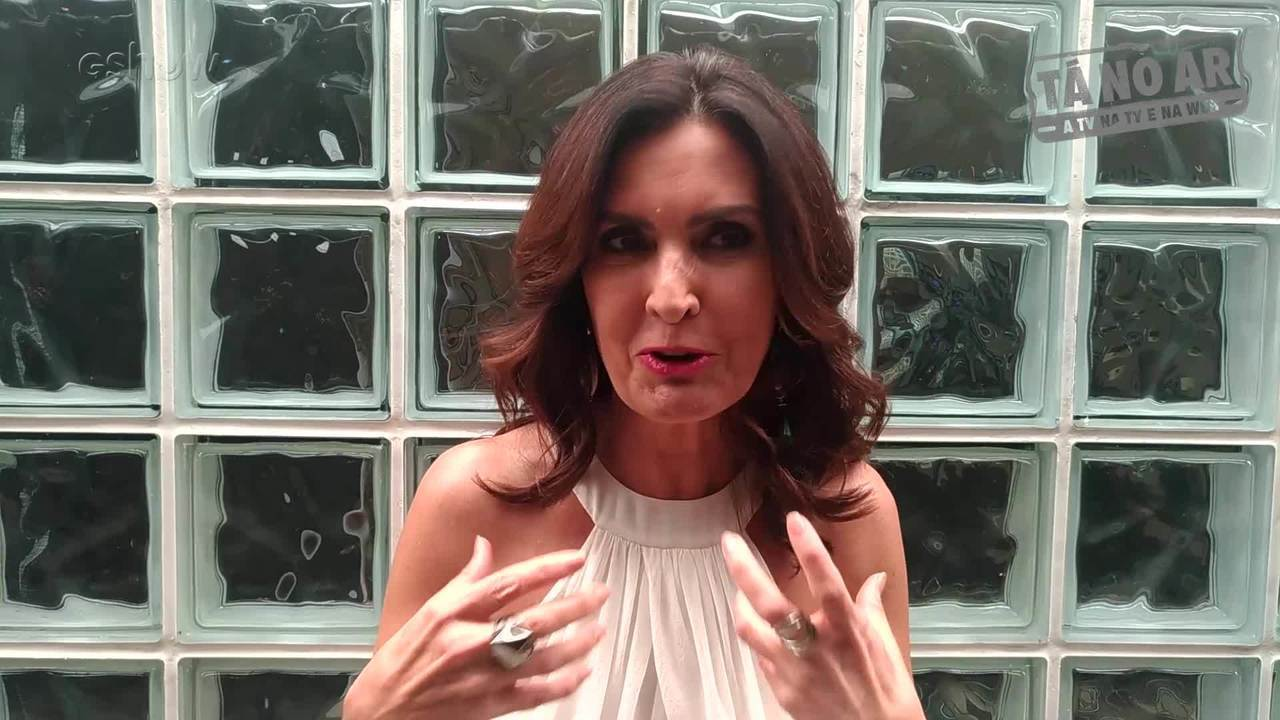 Fátima Bernardes 'reclama' que Obirajara sujou seu sofá