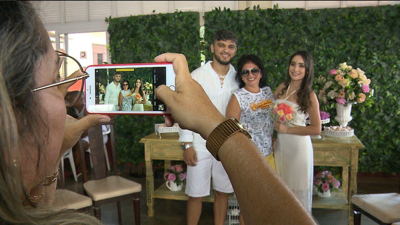 De abadá, convidados e noivos celebram casamento em ritmo de micareta, em CG
