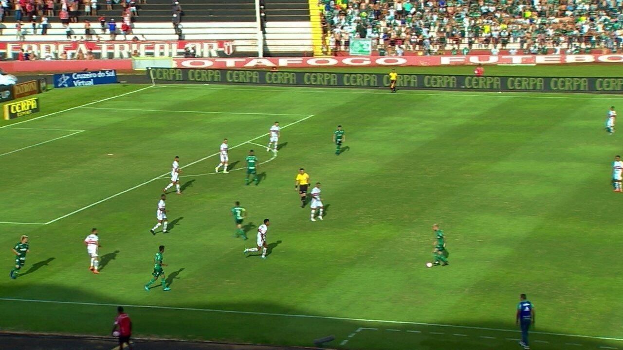 Palmeiras troca passes por mais de um minuto para furar a marcação do Botafogo