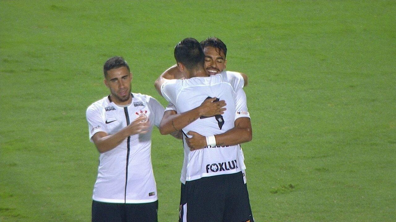 Gol do Corinthians! Júnior Dutra aproveita sobra de bola e amplia, aos 17' do 2º tempo