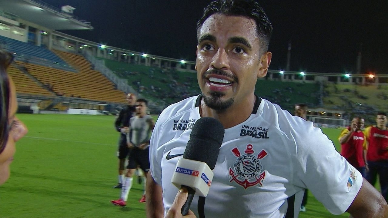 Júnior Dutra comemora boa atuação pelo Corinthians em goleada sobre o São Caetano