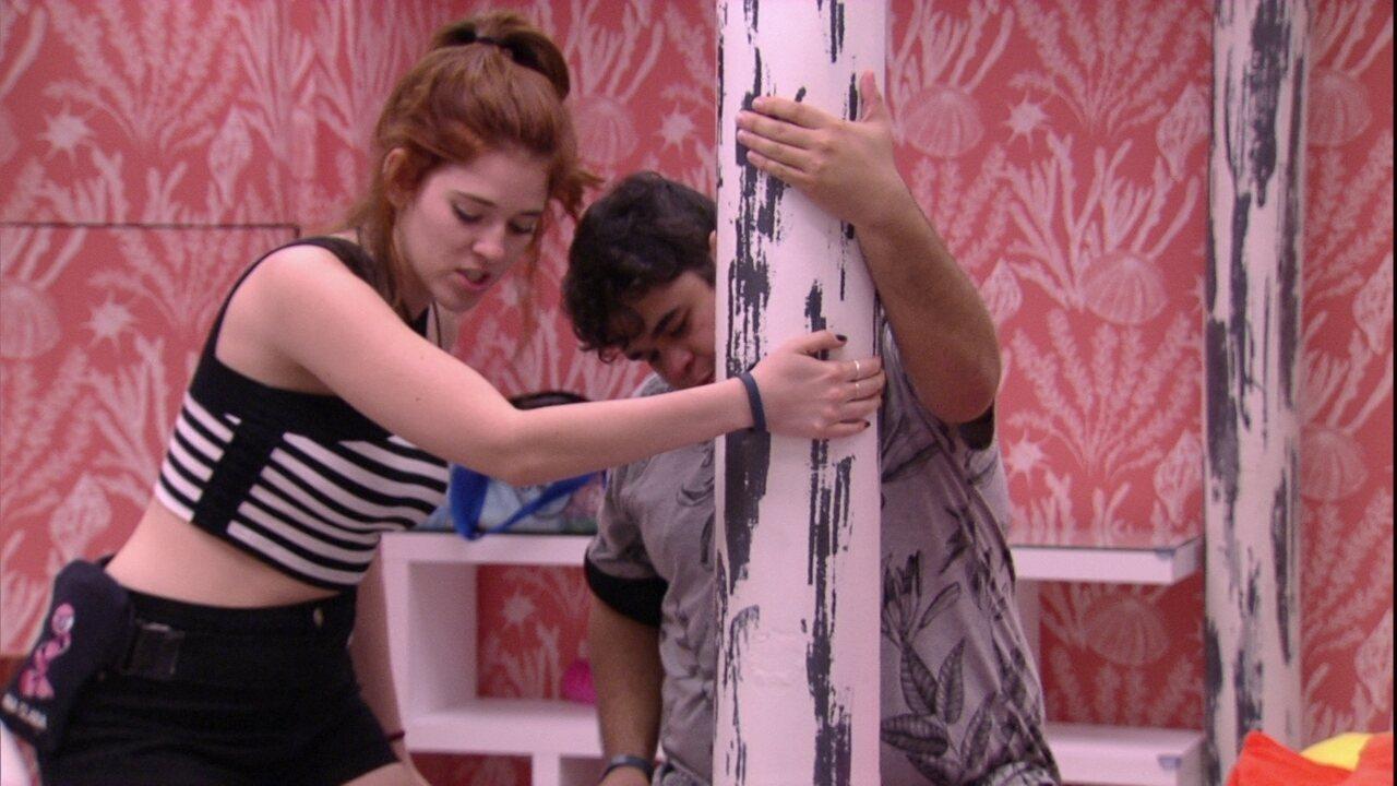 Ana Clara e Jorge dançam funk