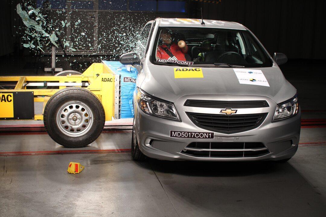 Chevrolet Onix muda e nota em teste de colisão sobe para 3 estrelas