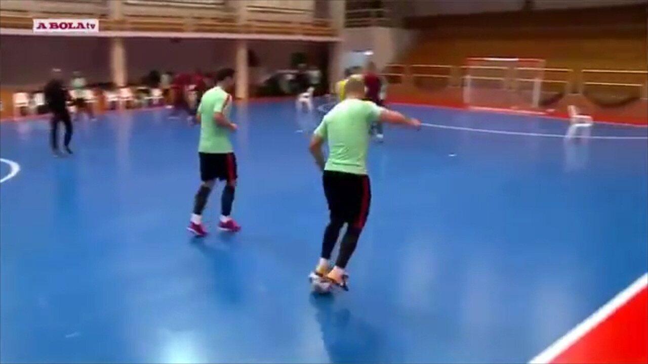 Vídeo  Ricardinho demonstra habilidade incrível durante treino de ... 70ca3f2a9d40b