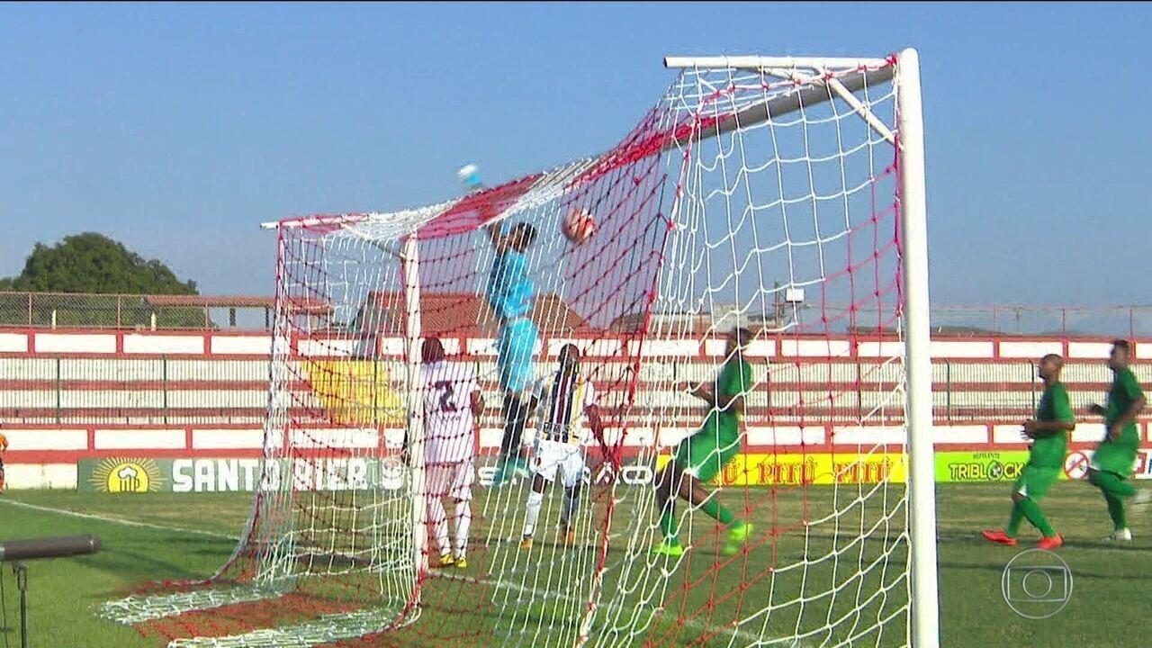 Pelo Carioca, Lucas marcou um gol olímpico no Madureira