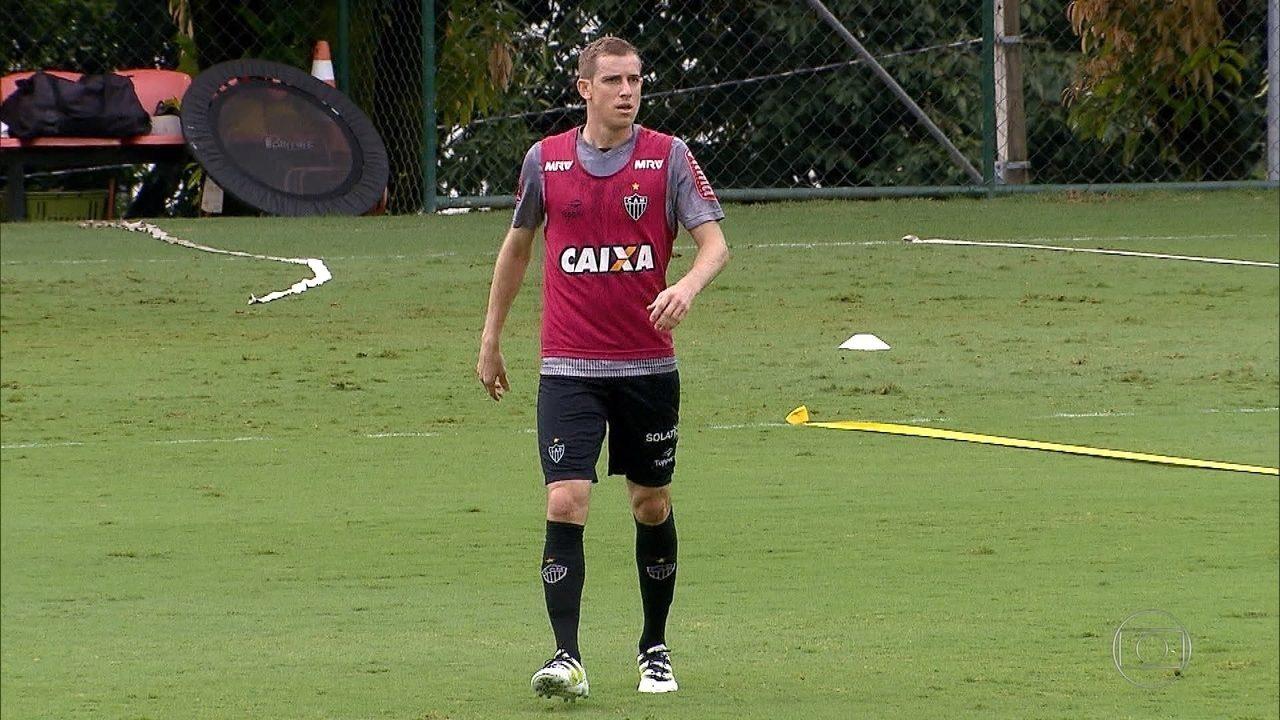 Depois de um fim de 2017 ruim, Adilson quer reconquistar um lugar na equipe do Atlético-MG