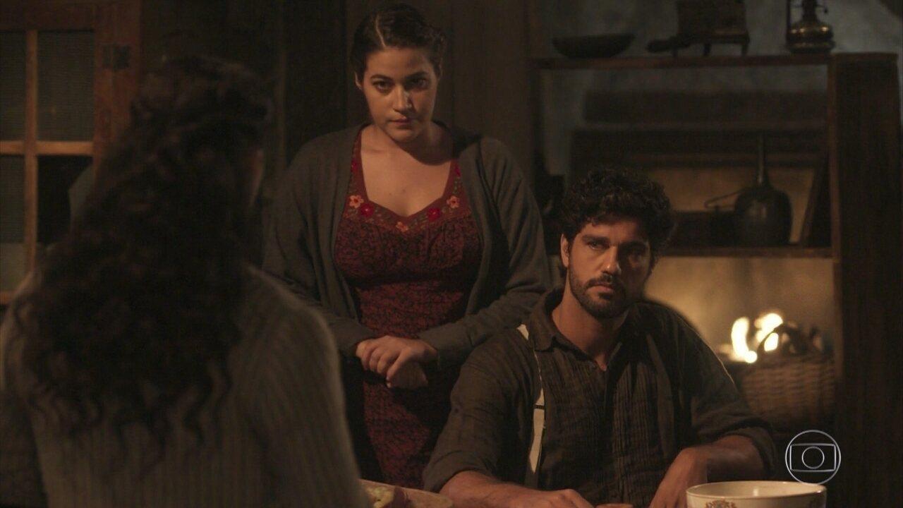 Vicente revela a Maria Vitória o casamento de Inácio — Tempo de Amar